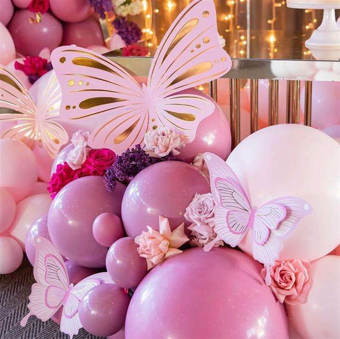 decoração com balões grandes e pequenos
