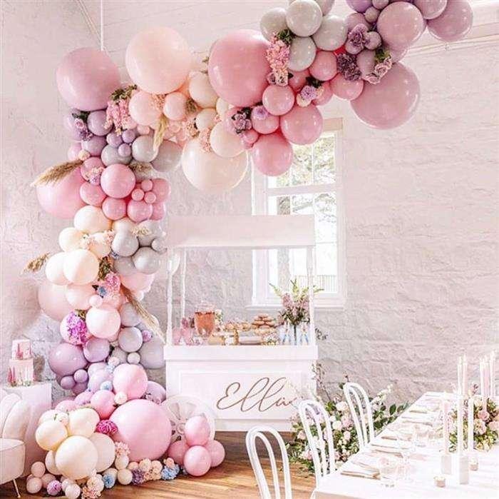 decoração com balões metalizados rosa