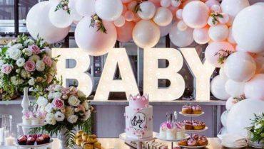 decoração com balões rosa e dourado