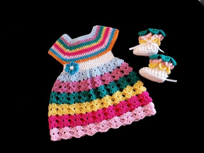 vestidinho colorido de crochê