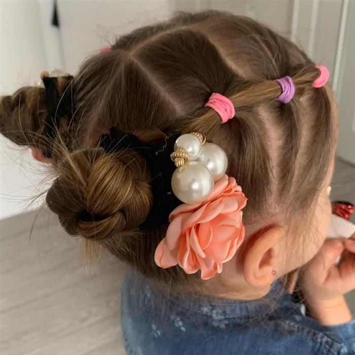 penteado com flor e elastico
