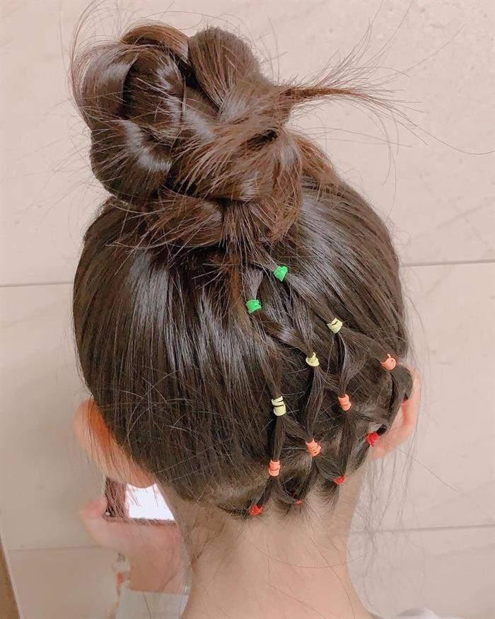 penteado infantil de ligas coloridas