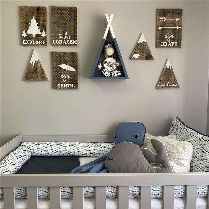 quarto de bebe cinza com azul marinho