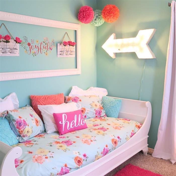 Decoração de quarto infantil feminino gastando pouco colorido