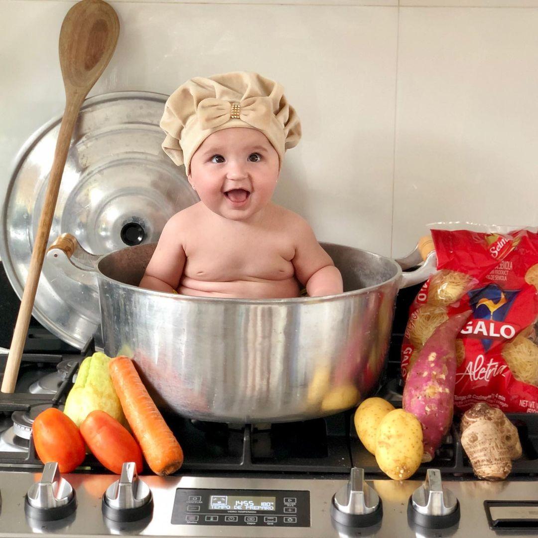 foto de bebe cozinheiro