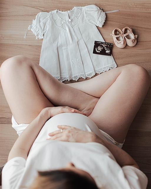 fotos de grávida com sapatinho na barriga