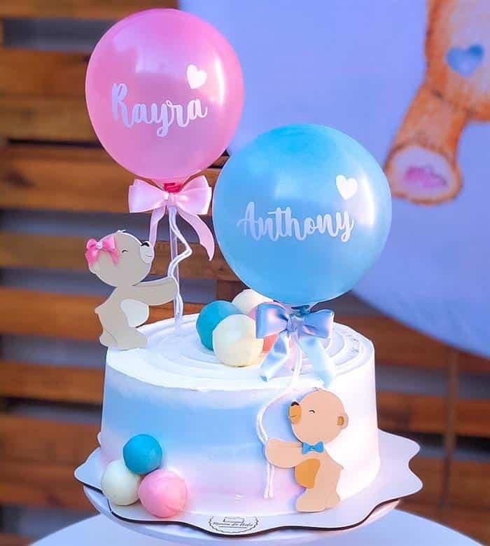 bolo de chá de revelação rosa e azul