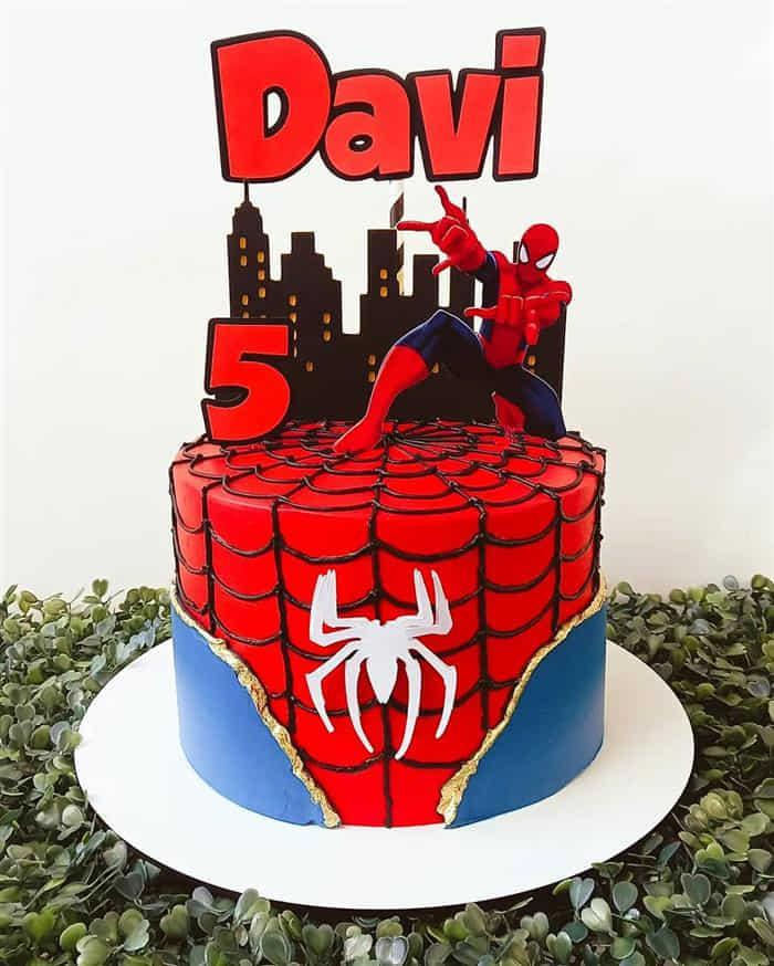 bolo homem aranha com topper