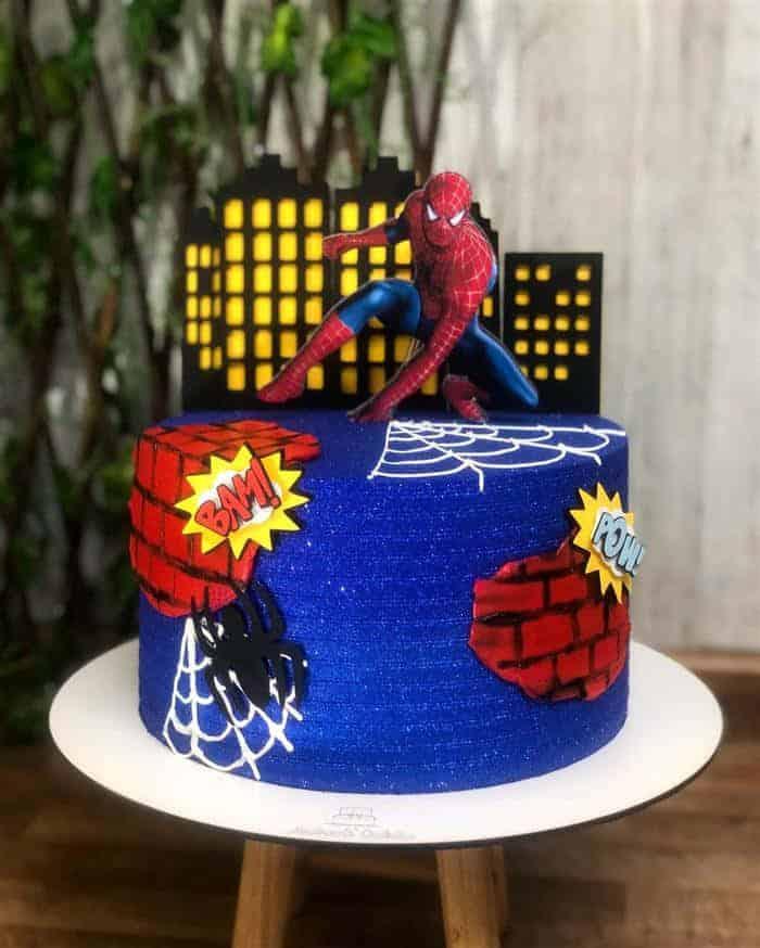 bolo homem aranha em chantilly
